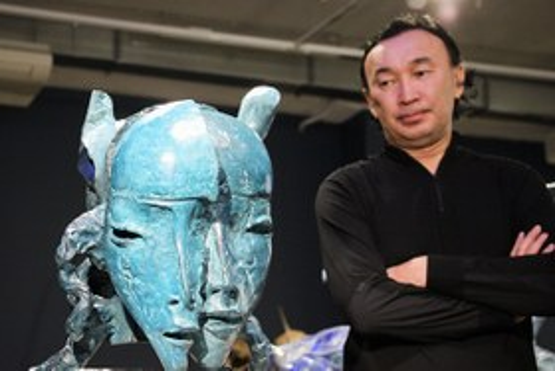 Даши Намдаков представил в Иркутске новую скульптуру «Начало»