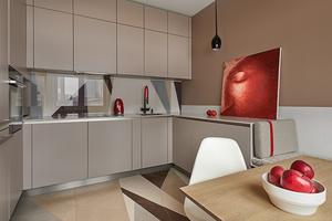 Практичный интерьер в двухкомнатной квартире с видом на набережную Екатеринбурга