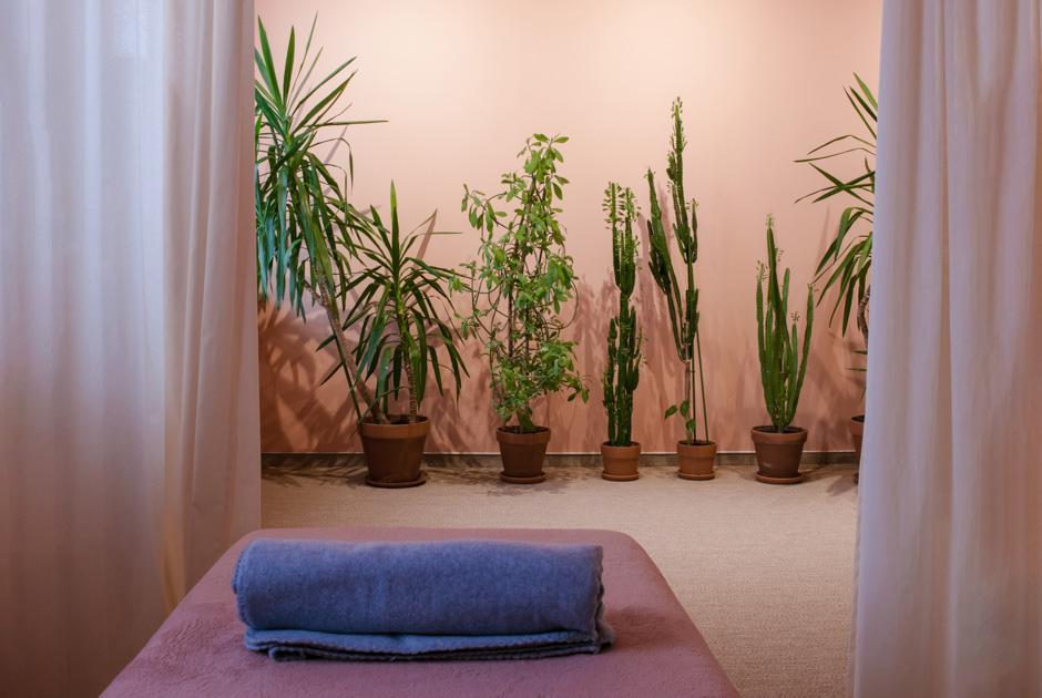 Внимательно к себе и окружающим: Какработает студия массажа и йоги Chill &Heal