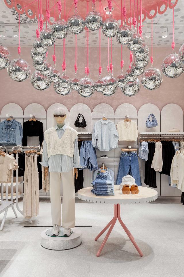 ВColumbus откроются новые магазины Weekday иMonki