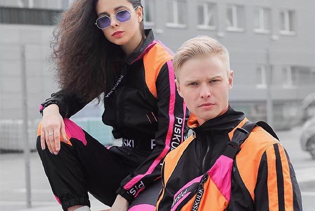 Кислотный спортивный костюм в духе уральских 90-х