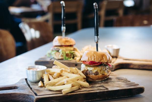 «Будущее без греха»: Пробуем искусственное мясо навкус