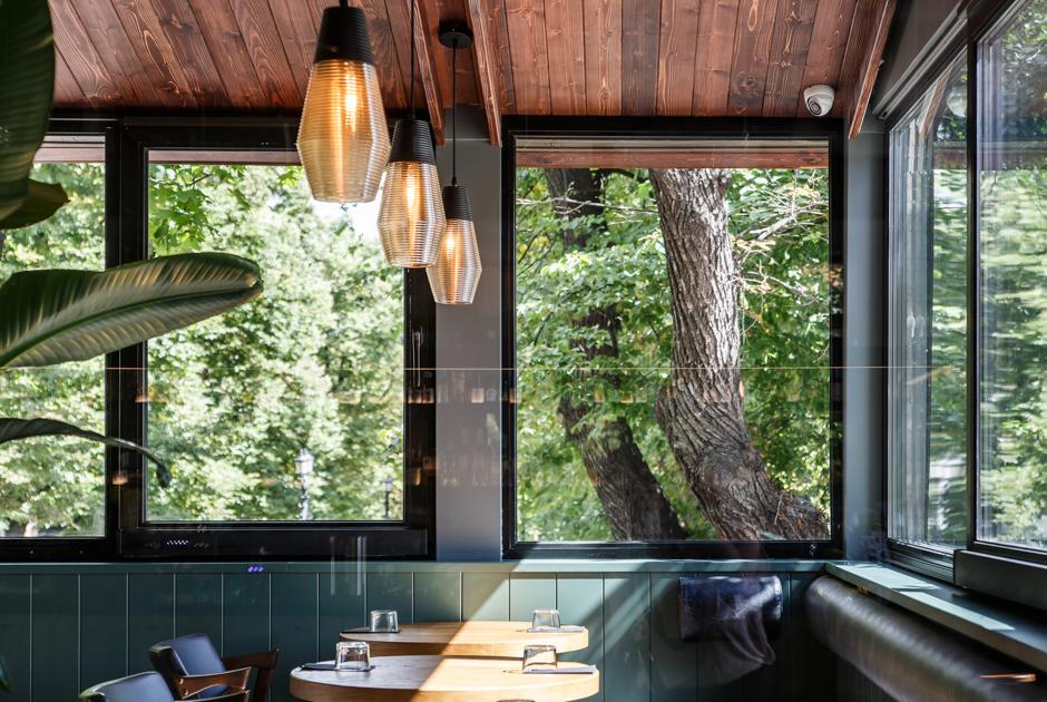 7 главных кафе, ресторанов ивинных баров лета