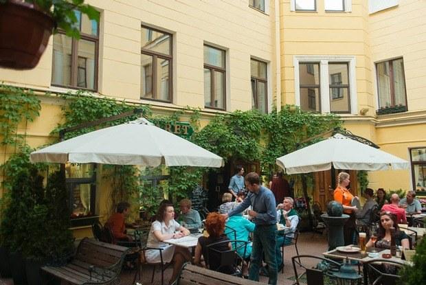 17 летних террас впетербургских дворах