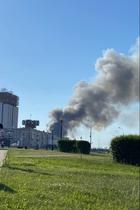 ВЛужниках загорелся склад пиротехники. Вместе спожаром раздаются взрывы