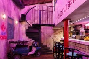 Неоновый демон: Тайский бар Neon Monkey