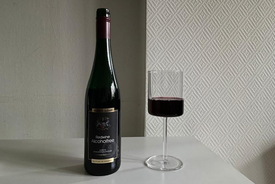 «Мед, компот ичай каркаде»: Редакция дегустирует безалкогольное вино