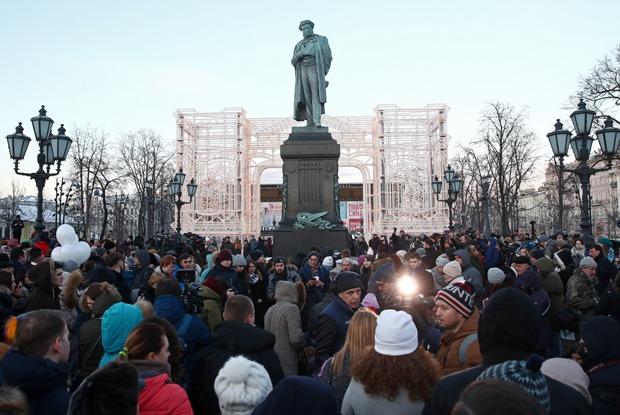 Как проходят митинги в память о погибших в Кемерово