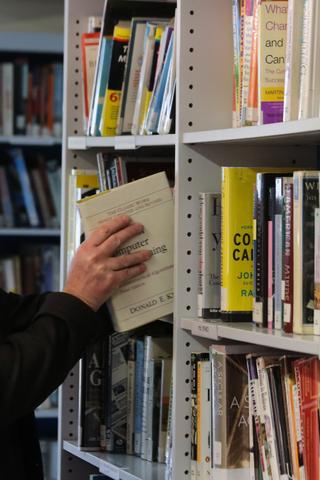 Москвичи смогут бесплатно забрать списанные книги избиблиотек