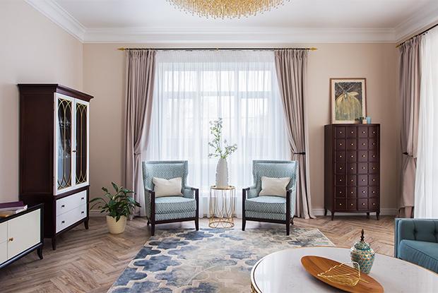 Двухэтажный коттедж с плиткой-ковром в Верх-Исетском районе