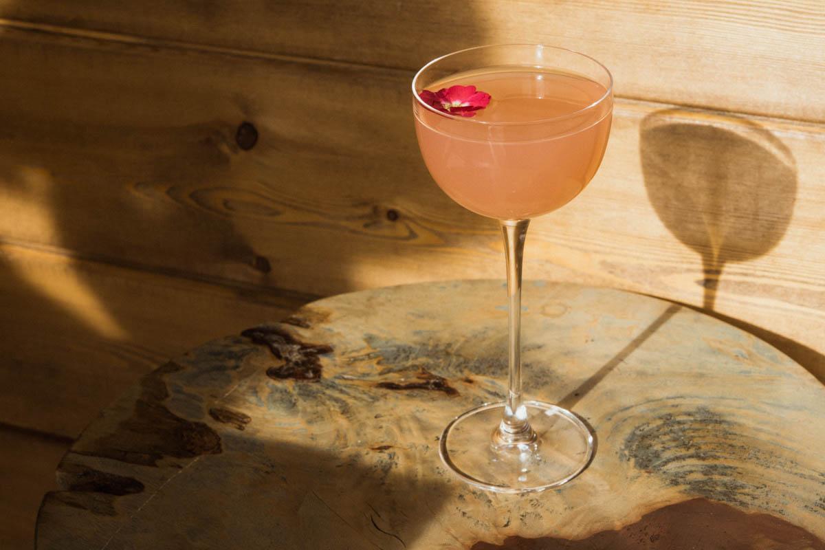 Клубничная «Венера» и веган-«Луна»: Коктейли по знаку зодиака от «Ретроградного Меркурия» в кафе «Без Рецепта»