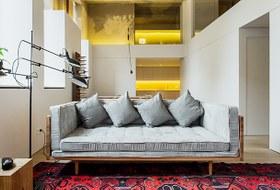 Двухэтажный лофт на «Рижской» сдагестанскими коврами