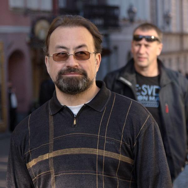 Психотерапевт Сергей Бабин обэпидемии депрессии, панических атаках истрахе близких отношений