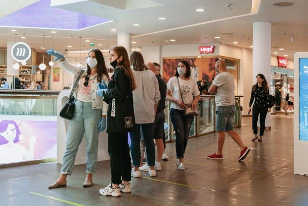 В «Галерею» — только в маске: Каквыглядит открытие ТЦ после четырех месяцев карантина