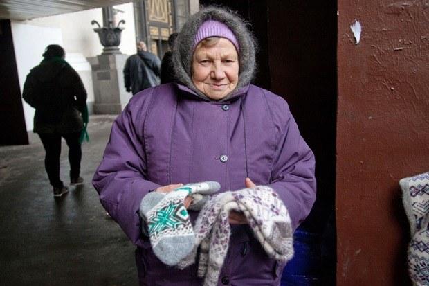 Кто продаёт шерстяные носки наулицах Москвы