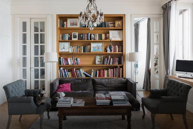 Квартира с антикварной мебелью ввысотке на Котельнической