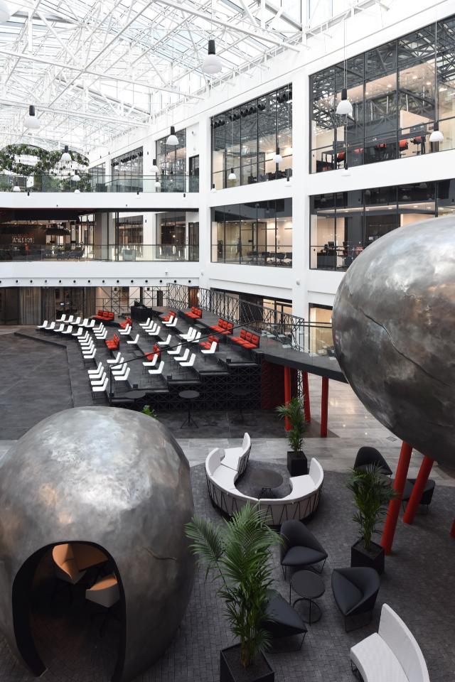 Свобода, agile и Марк Шагал: Как выглядит пространство Росбанка в«Москва-Сити»