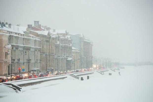 «Он не растает до следующей зимы»: Как выглядит снежный коллапс вПетербурге
