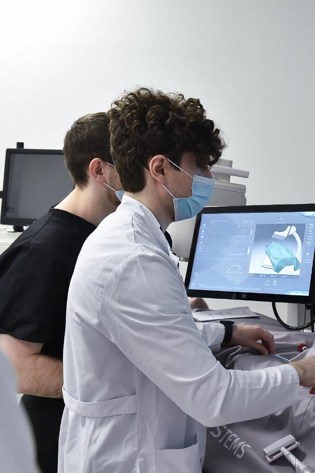 Россияне верят интернету больше, чем врачам