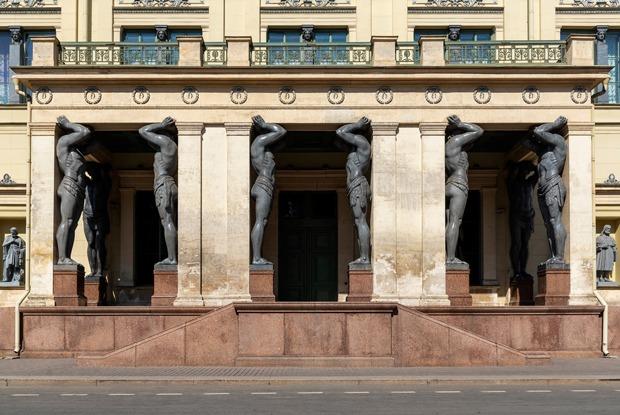 «Атланты построили Петербург»: Как альтернативщики перепридумали историю города