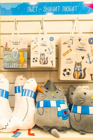 ВПетербурге открыли первый магазин сети «Гоголь-моголь». Там продают подарки исувениры