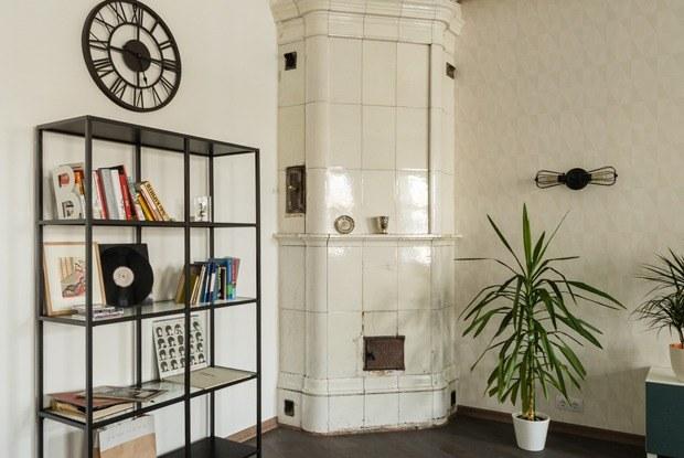 Лофт с деревянным потолком и старинной печью (Петербург)