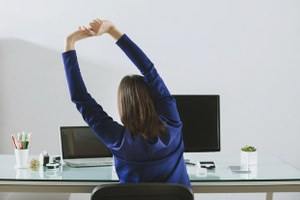 Как делать разминку вофисе