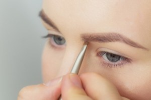 Ресницы иброви: 5необычных процедур