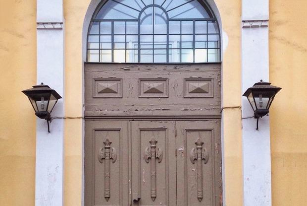 Красота дореволюционных дверей Петербурга винстаграме искусствоведа