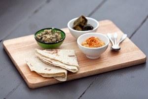 Рецепты шефов: Красный хумус, бабагануш, долма ипшеничные лепешки
