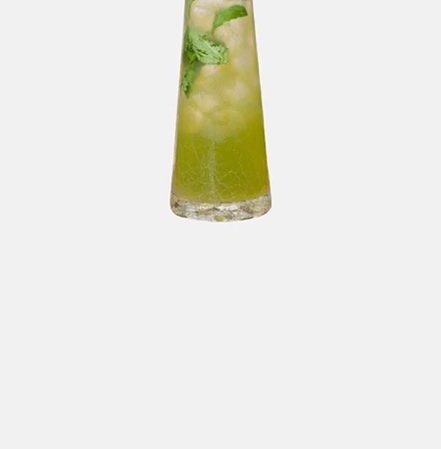 Три лимонада: слемонграссом, барбарисом икаркаде,малиной имаракуйей
